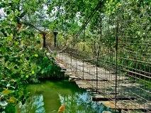 Como esta construido el puente su base principal la madera