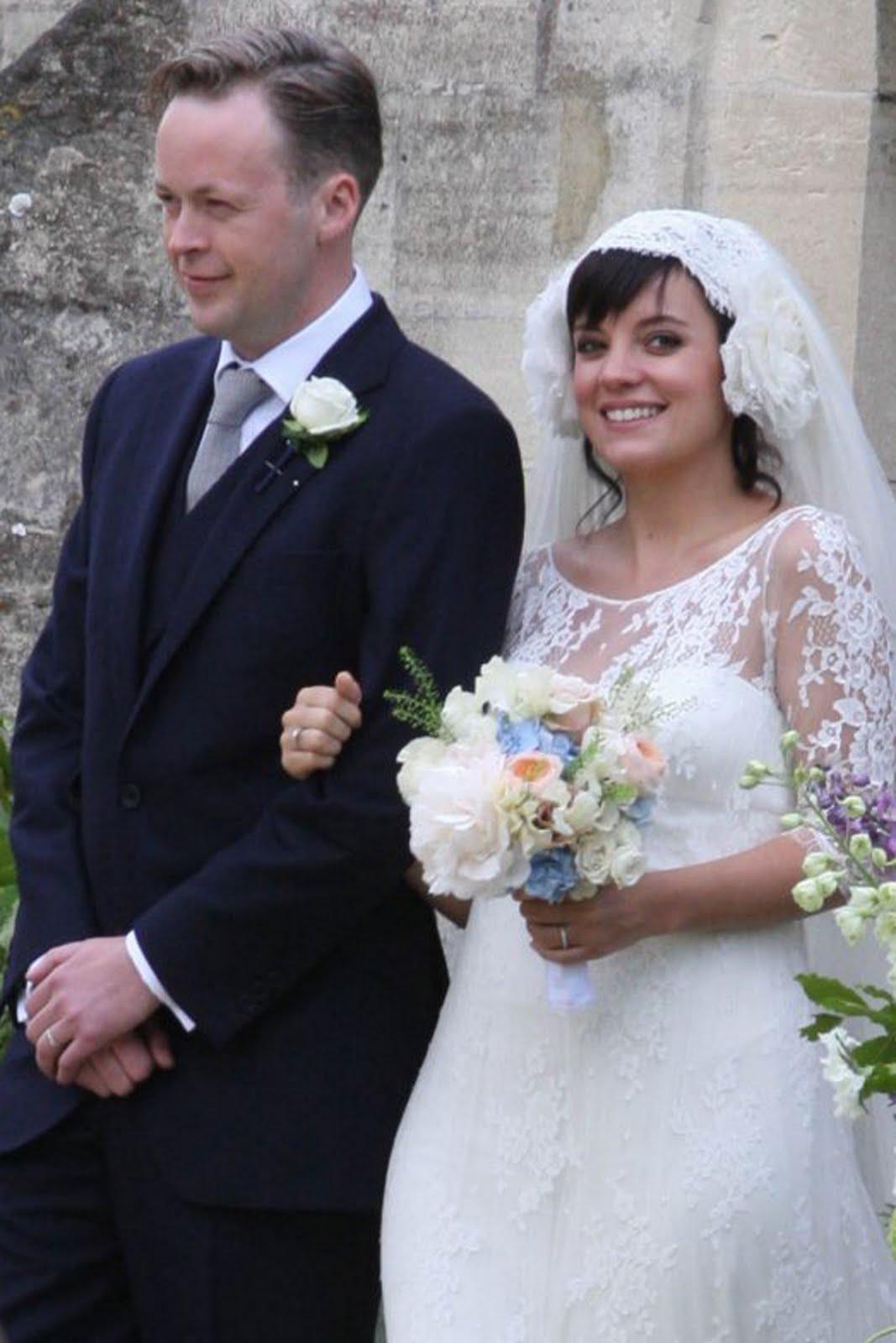 http://1.bp.blogspot.com/-k4smO2NoMIc/TfN5T89K6PI/AAAAAAAAAWQ/HKYuY_VuSSw/s1600/whatwilmywants+lily+allen+wedding.jpg