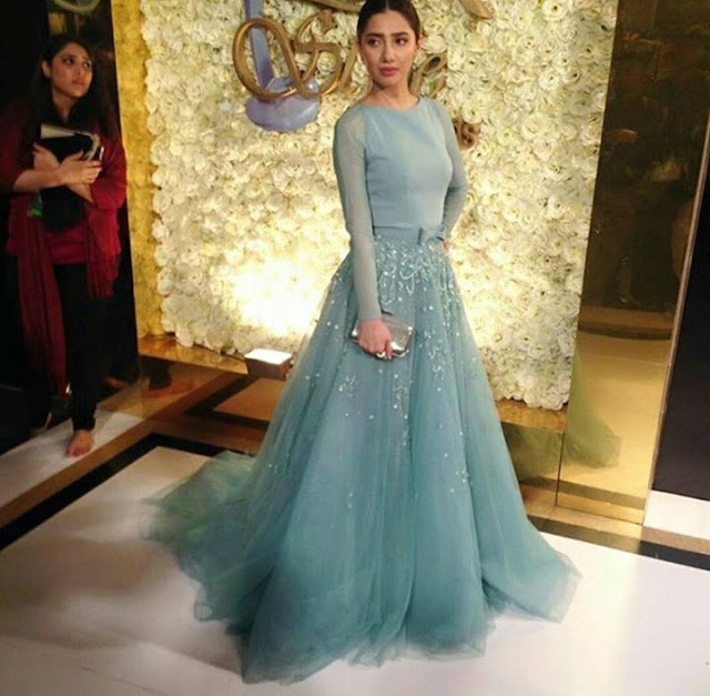 Different Looks of Mahira at Lux Style Awards 2015