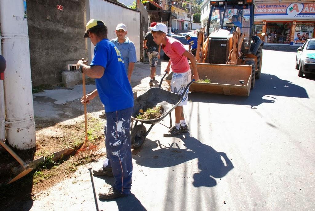 Limpeza feita no entorno da Vila Olímpica, no bairro São Pedro
