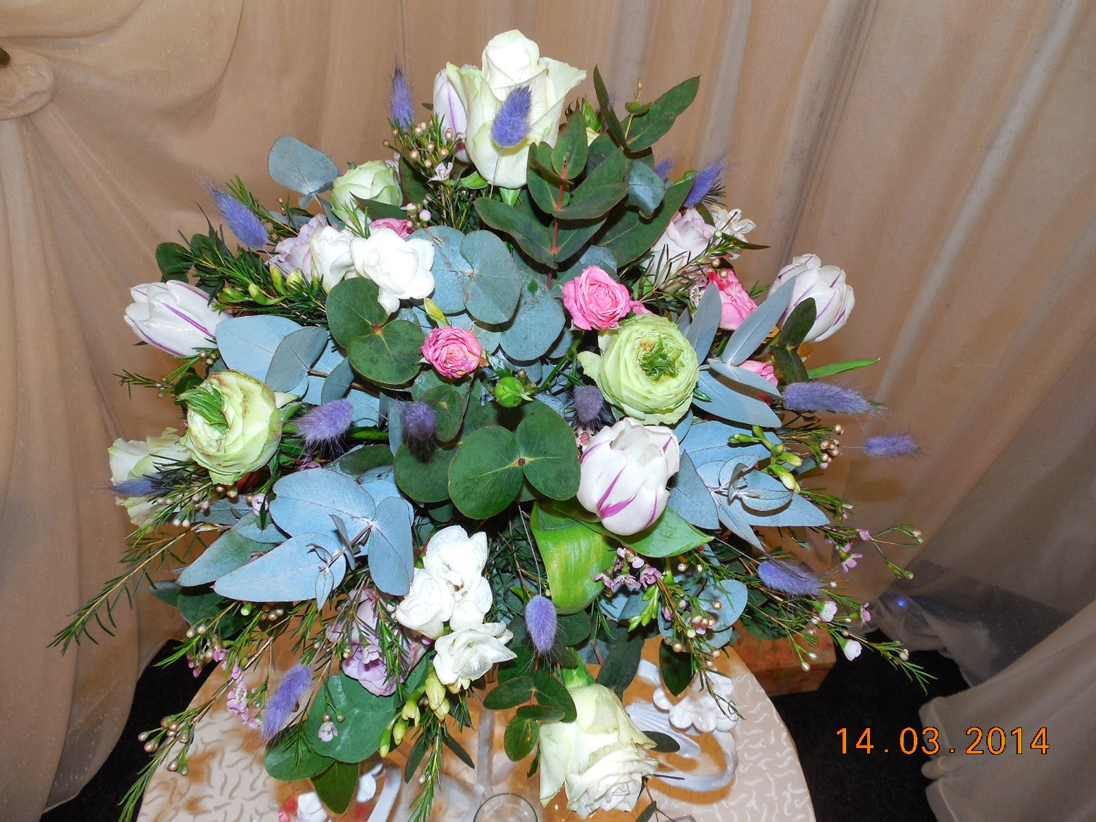 poti castiga un aranjament floral