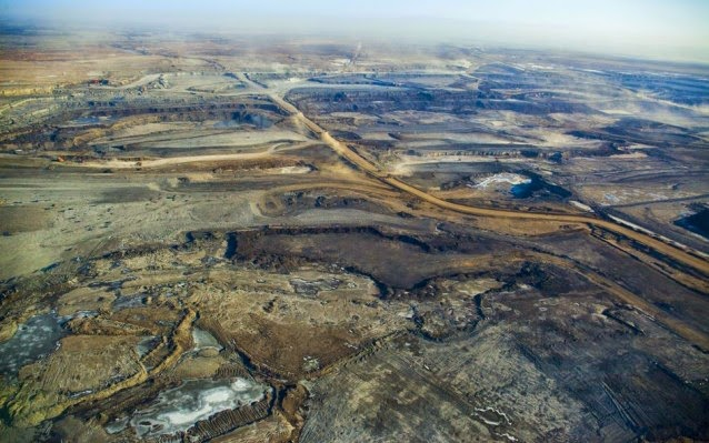 An aerial view of a mining site for Canadian tar sands in Alberta, Canada. Tar sands are the type of fuel that would be transported in Keystone XL. (Credit: Josh Burstein/Nextgen Climate Action)  Click to enlarge.