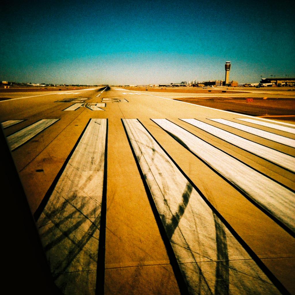 http://1.bp.blogspot.com/-k5A12W0sdHQ/TsNhGEvfTpI/AAAAAAAAAdw/rHiwHyoEk4c/s1600/kevin-dooley-runway-ipad-wallpaper.jpg