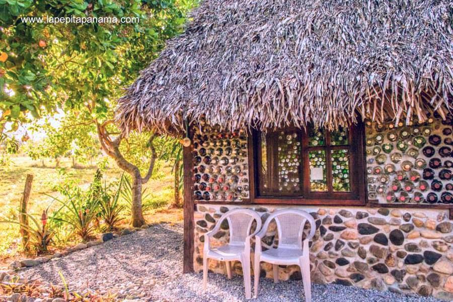 Sector de una pequeña cabaña ecológica en Panamá