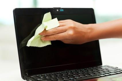 Cara membersihkan laptop dari debu dengan baik dan benar agar awet