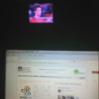 Berblog Sambil Menonton TV - Vice Versa
