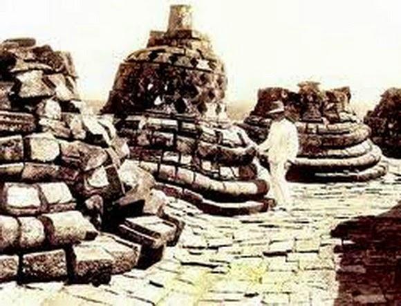 20 Foto Penuh Emosi Yang Membuat Terharu Candi Borobudur