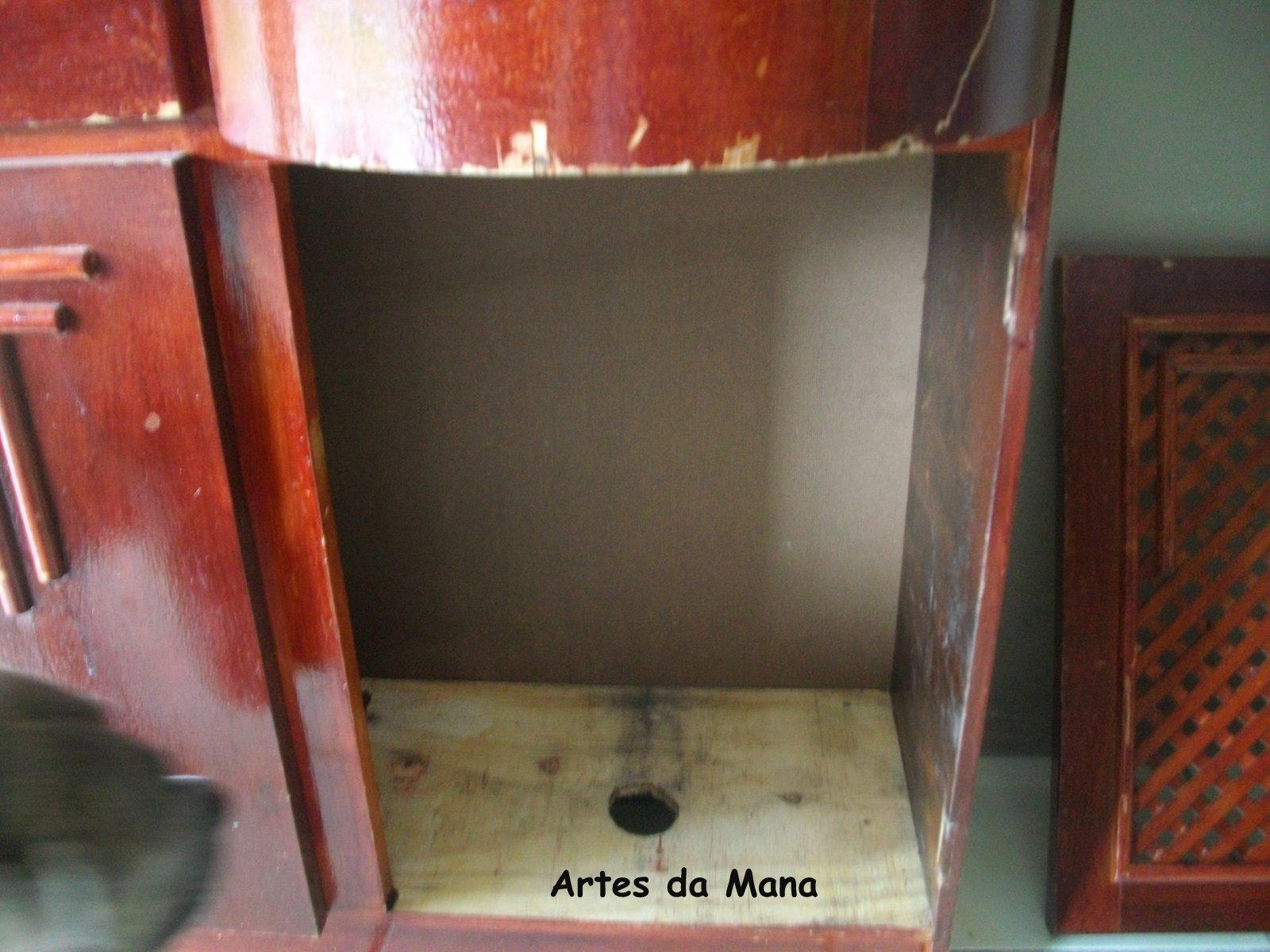 mãe dela como a louça e o banheiro são em tons de cinza ela pediu o  #9C3F2F 1600x1200 Banheiro Antigo O Que Fazer