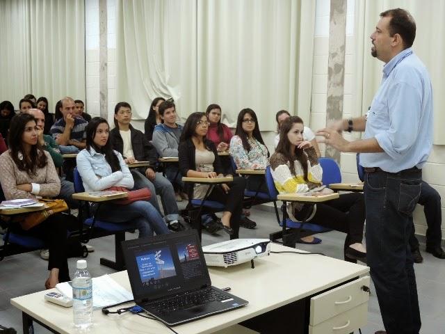 Tema do empreendedorismo é apresentado para estudantes de Registro e região