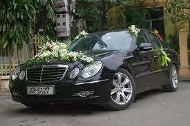 Cho thuê xe cưới Mercedes E200 đời mới nhất tại Hà Nội 1