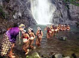 Upacara Prana Prasthista di Air Terjun Sedudo Nganjuk