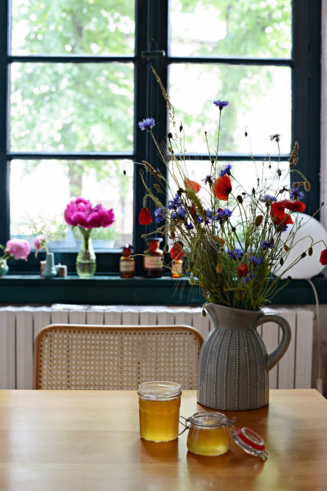 wie ich mir den sommer ins haus holte rezept f r holunderbl tengelee marmeladekisses. Black Bedroom Furniture Sets. Home Design Ideas