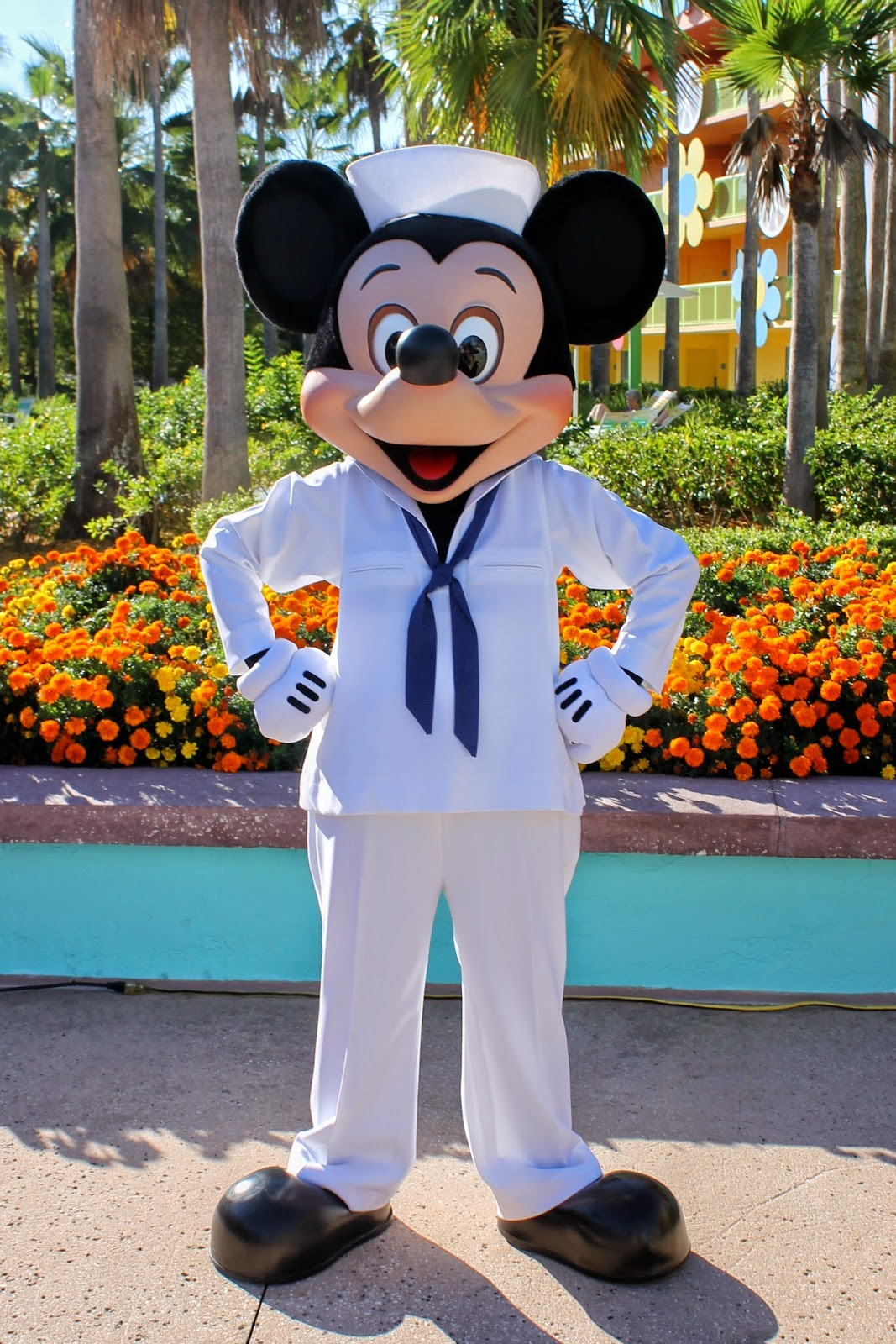 Mickey Mouse Pop Century Halloween Disney Character Hunt