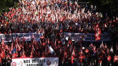 Στους δρόμους βγήκαν Ισπανοί και Πορτογάλοι ενάντια στα μέτρα λιτότητας