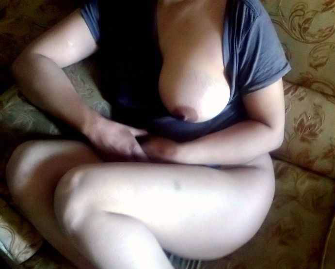 Aunty Hiking Top Stripping Naked Showing Big Tits