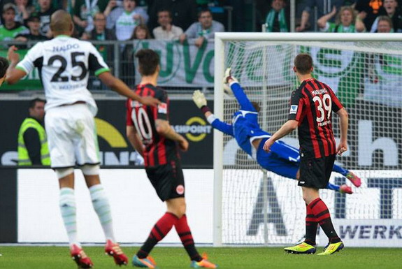 Frankfurt goalkeeper Kevin Trapp is unable to save a goal from Wolfsburg's Naldo