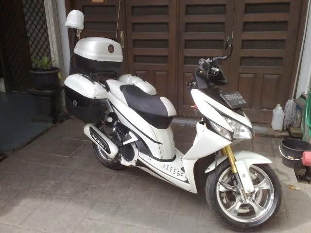 Modifikasi Honda Vario Putih