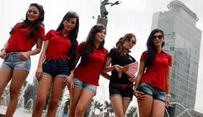 Fotot Aksi Model Canti dan Seksi di Bundaran HI