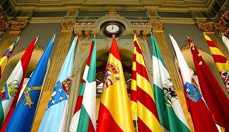 Banderas de las Comunidades Autonomas y España