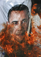 Pakistanis Burn Obama in Effigy