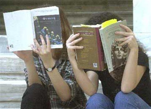 Οι ιστορικά αναλφάβητοι....φοιτητές