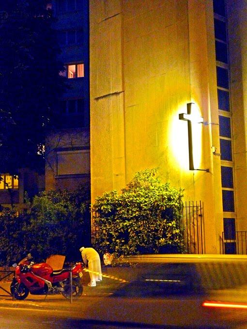 croix moto crimee paris