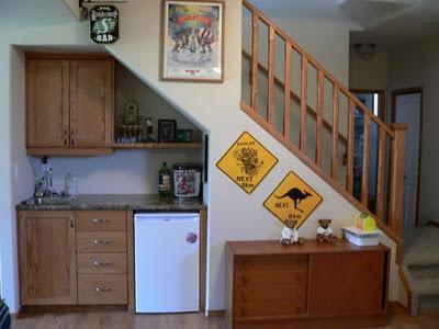 Cocina debajo de las escaleras cocina y reposteros for Escalera de cocina