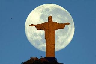 Número de evangélicos está crescendo no Brasil, já os católicos estão diminuindo