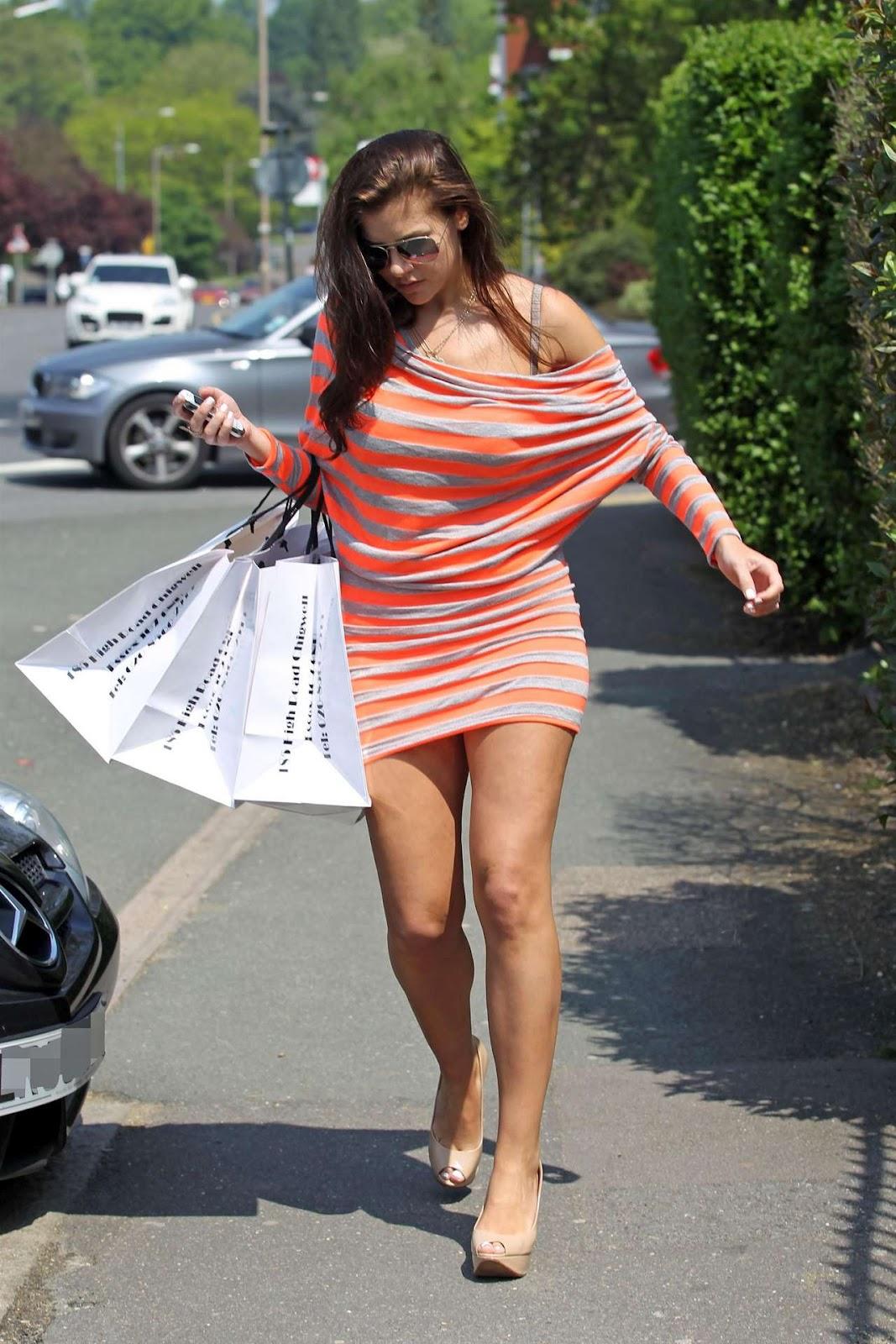 http://1.bp.blogspot.com/-k8GV4INi218/T77kMWhB0-I/AAAAAAAAGQU/cPIa1LYThek/s1600/IMOGEN+THOMAS+Shopping+in+Chigwell-06.jpg
