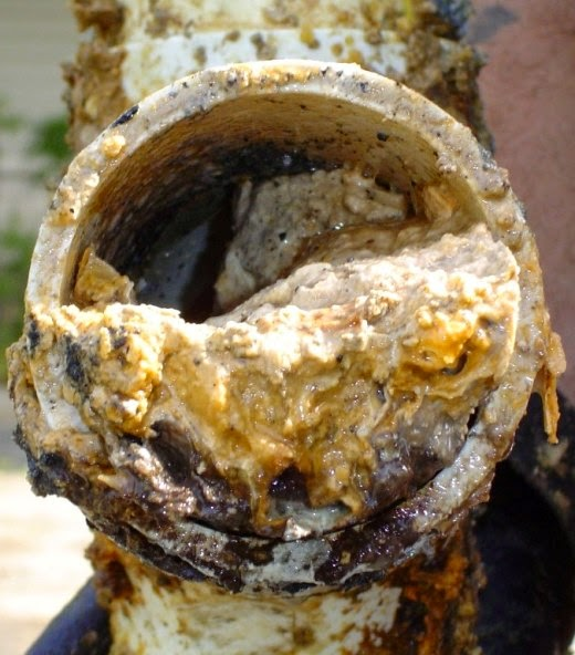 cara mengatasi masalah saluran air atau wc yang tersumbat dan cara menghilangkan bau yang berasal dari saluran air ataupun saluran wc