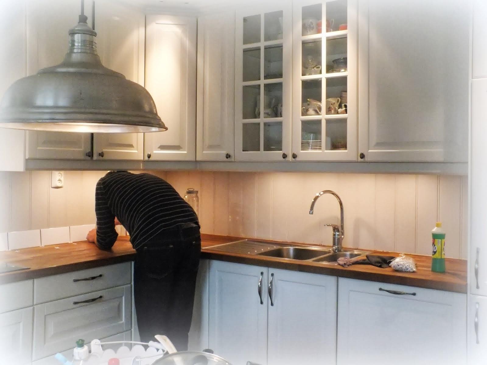 Fliser over kjøkkenbenken