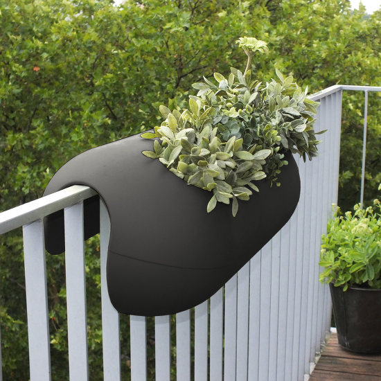 balconismo design balkonkasten mit bew sserung design flowerbox design michael hilgers. Black Bedroom Furniture Sets. Home Design Ideas