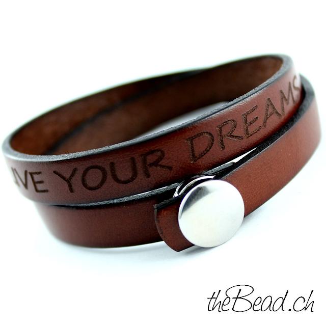 Herrenarmbänder und Damenarmbänder individuell graviert mit Ihrem Wunschtext vom Modeschmuck und silberschmuck Onlineshop designer theBead