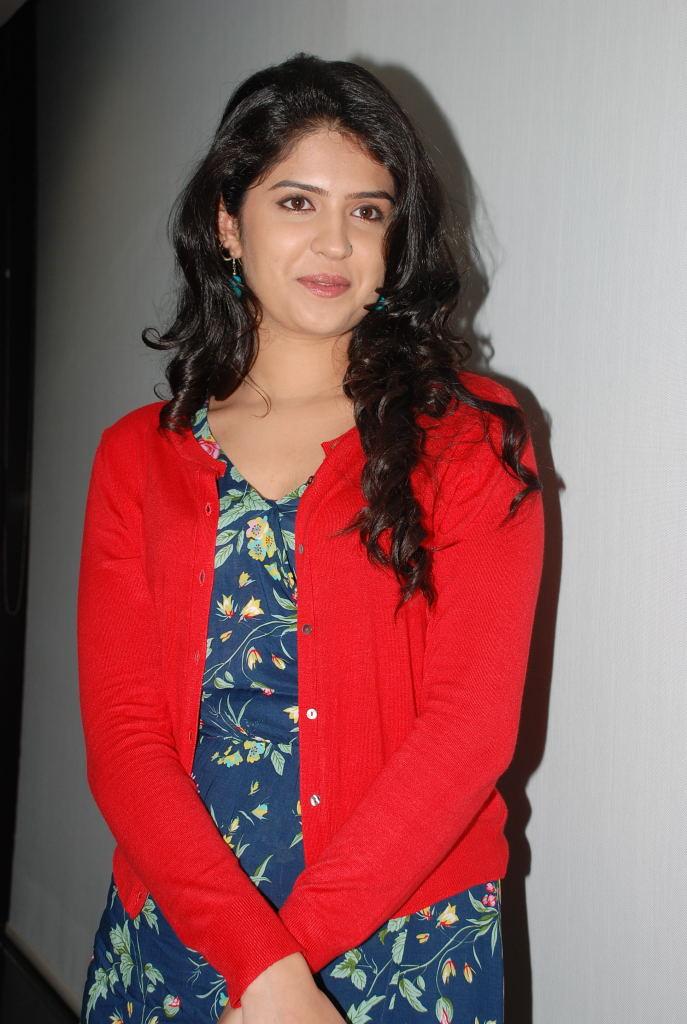 Deeksha Seth In Vettai Mannan Actress Deeksha Seth V...