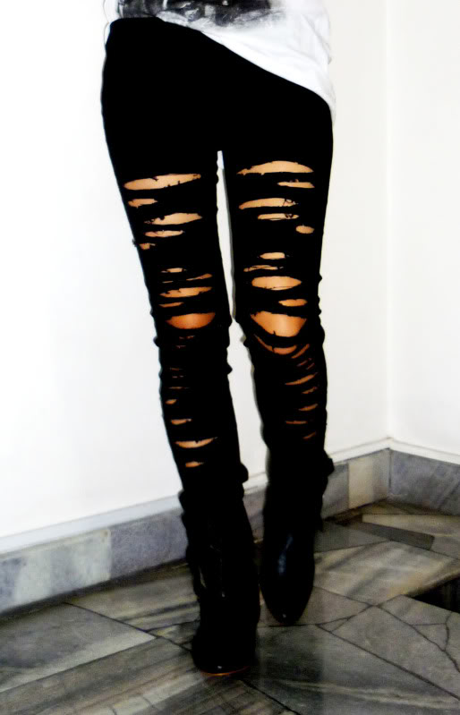 * Turn up the lights * DIY ripped jeans in the style of the Saturdays and Miley Cyrus