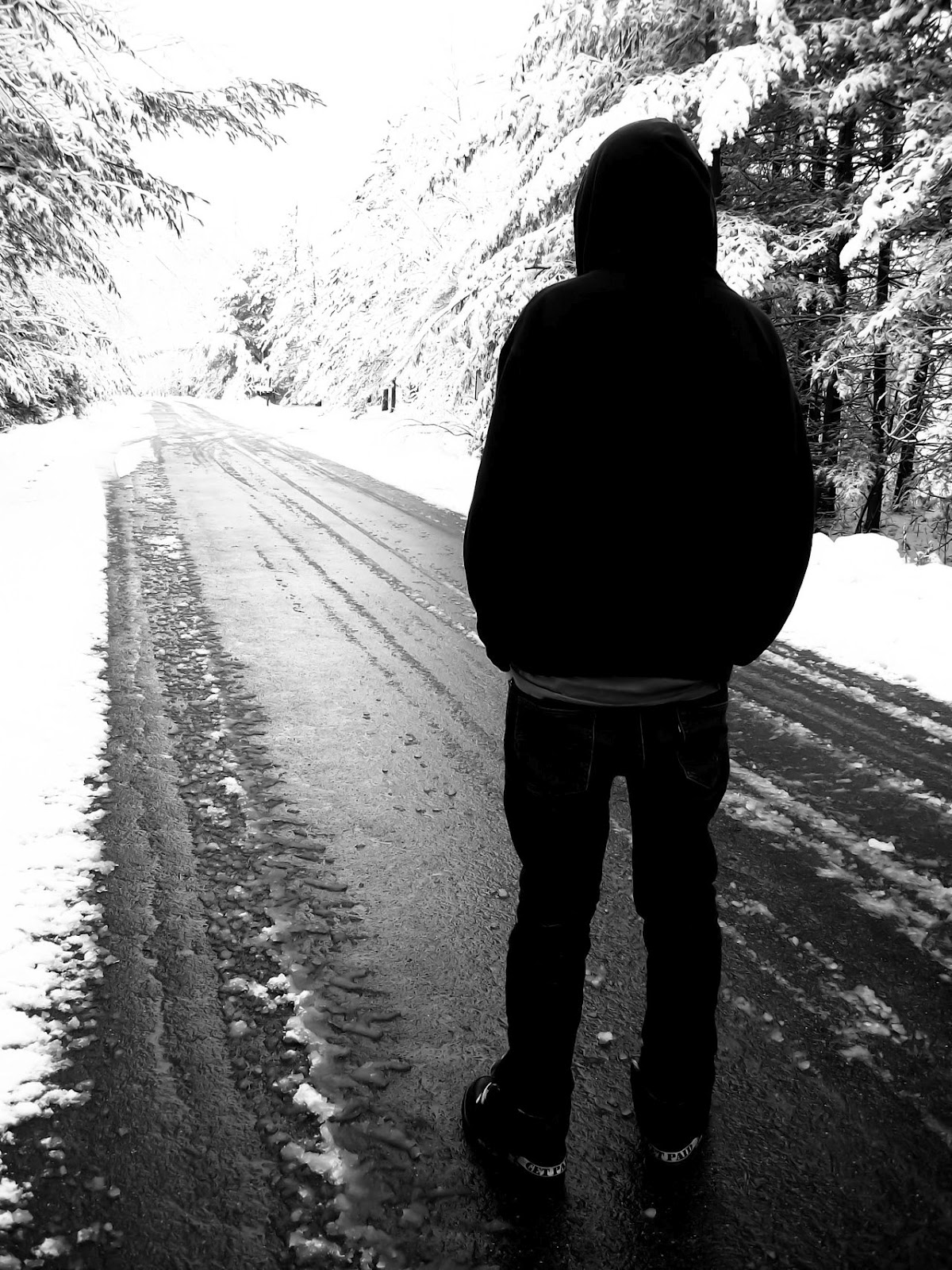 http://1.bp.blogspot.com/-k9G_pzIE3o0/UMLVvGgffcI/AAAAAAAAAQE/YfPCBVly2RU/s1600/alone+love+lonely+sad+emotional+missing+u+miss+girls+boys+wallpapers+(13).jpg