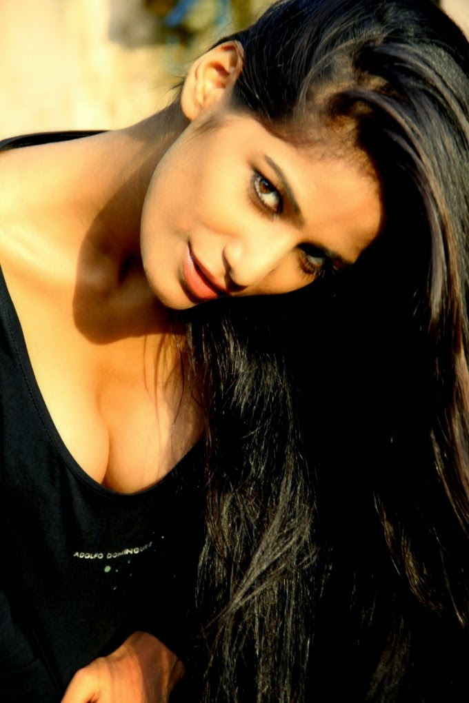 Poonam Pandey hot boobs in Black dress
