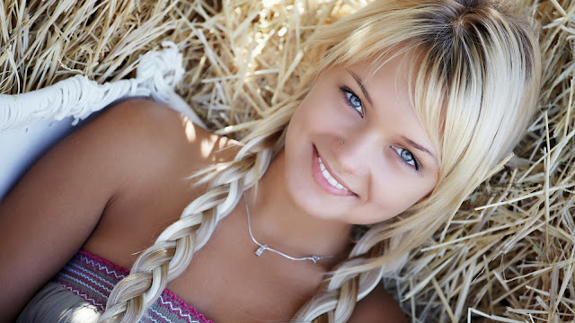 Rostros de Chicas Rubias con Ojos Azules