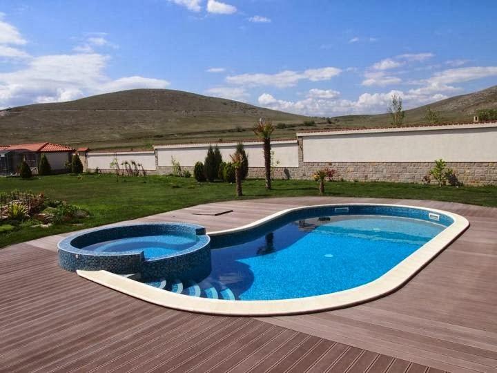Външен басейн с кристална мозайка и дърволекс 3
