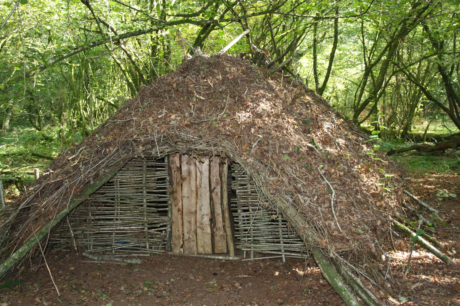 Long Term Survival Shelter : Wilderness survival skills and bushcraft antics building