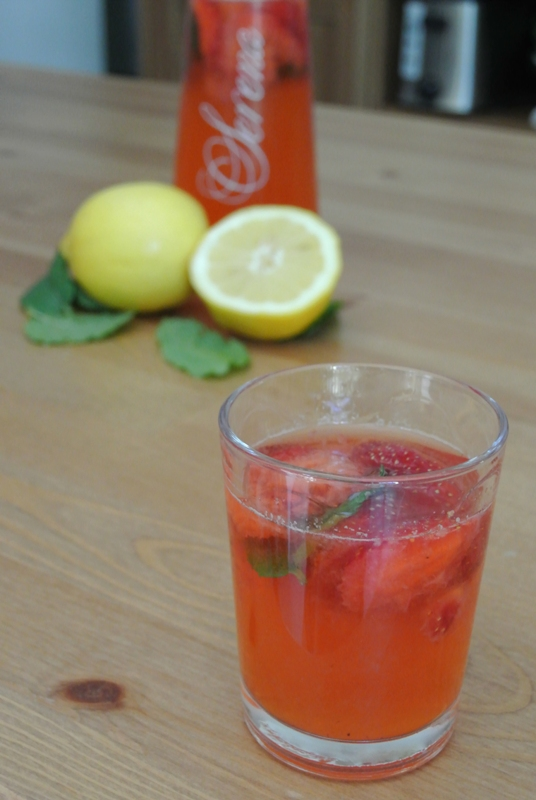 ... di...: Limonata di fragole e menta (strawberry and mint lemonade