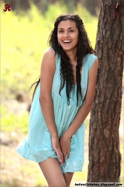 Babita Bhabhi striping her mini skirt to pose nude outdoor indianudesi.com