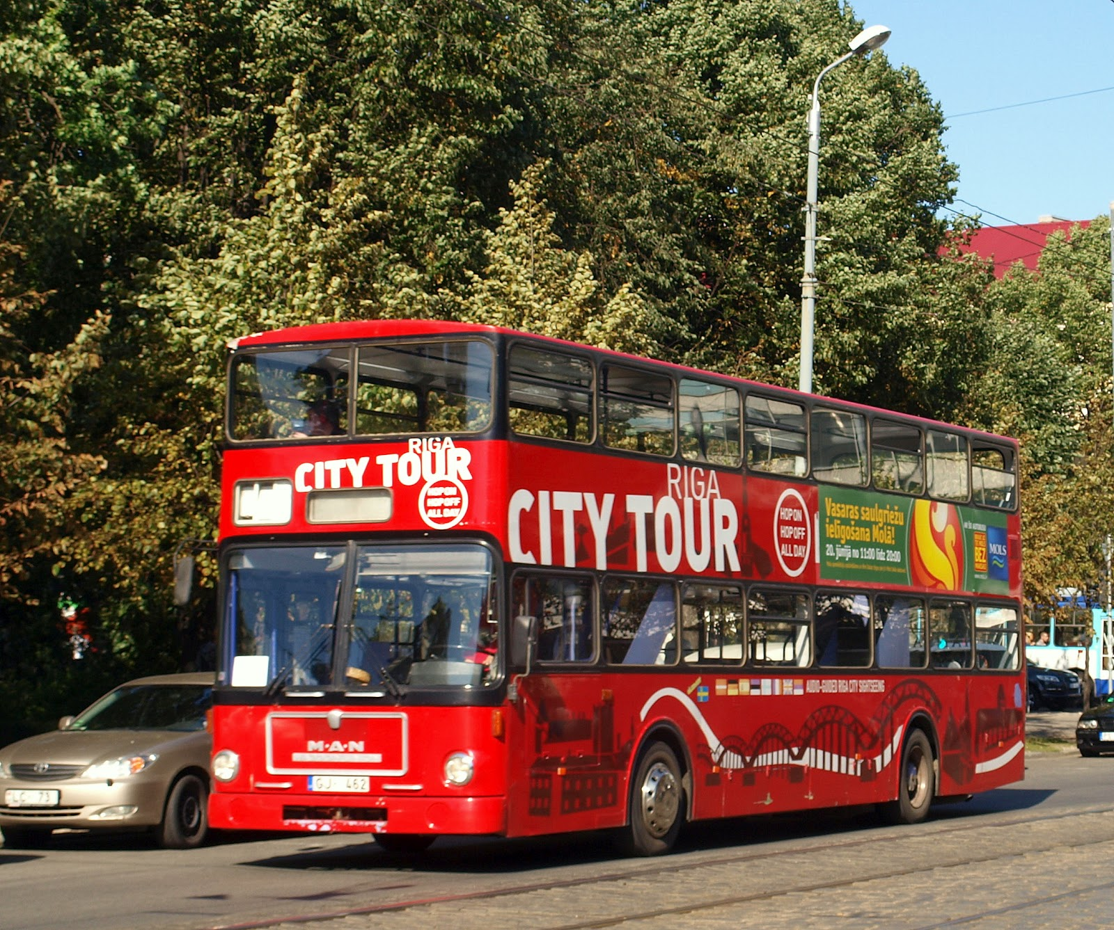 Riga+city+tour+bus+%28alt,+9.2009%29