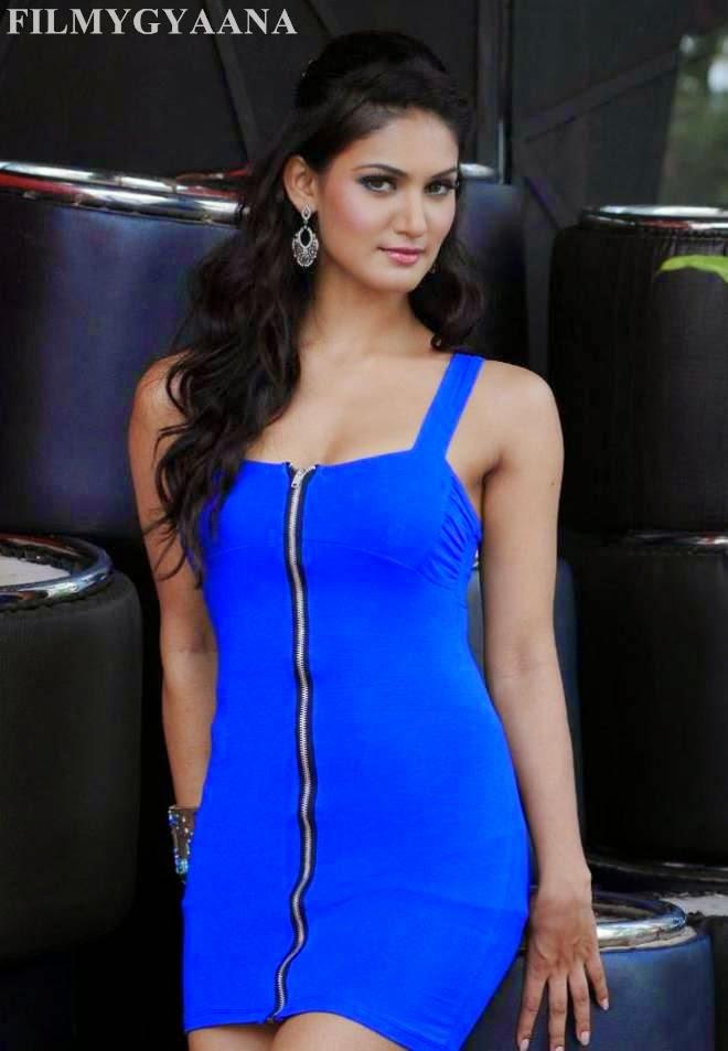 Mukti Mohan Hot Photos Short Mini Dress