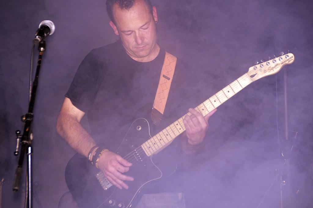 Ramón Basomba, guitarra de Agon Band