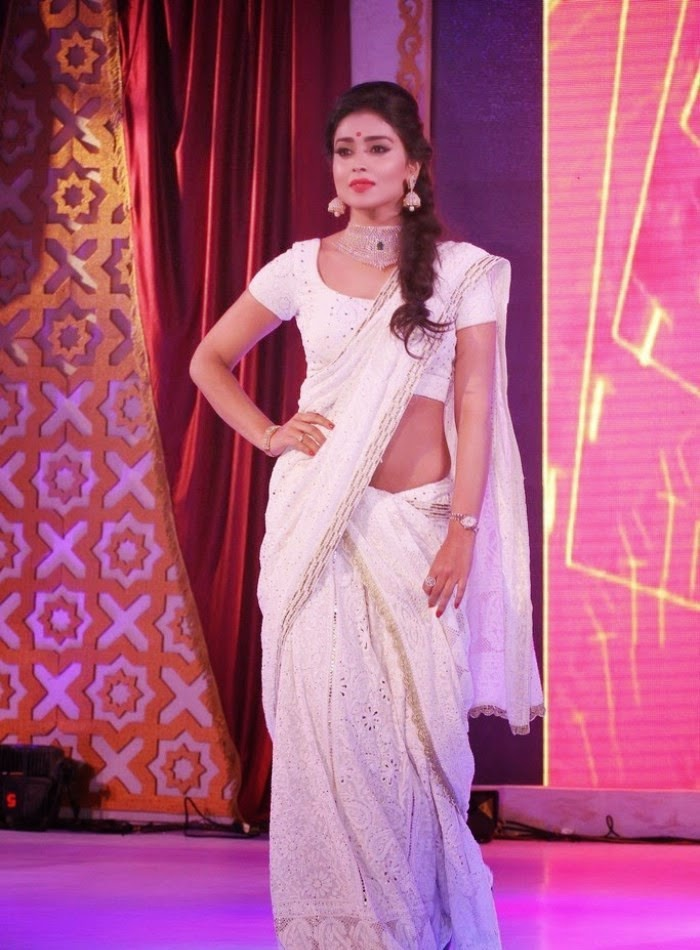 http://1.bp.blogspot.com/-kAsn0JK9Ngc/Uy_18Bp0ChI/AAAAAAAAnEU/0E0SkobnXCE/s1600/Shriya+Saran+at+GR8!+Women+Awards+2014+Hot+Images+(2).jpg