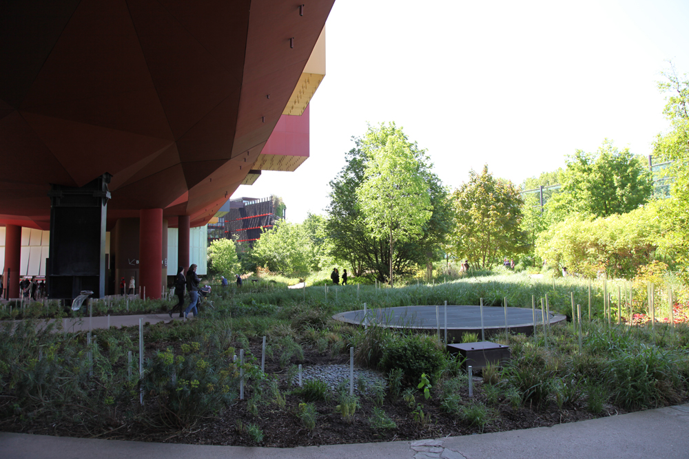 Korzen is in the garden mus e du quai branly paris for Jardin quai branly