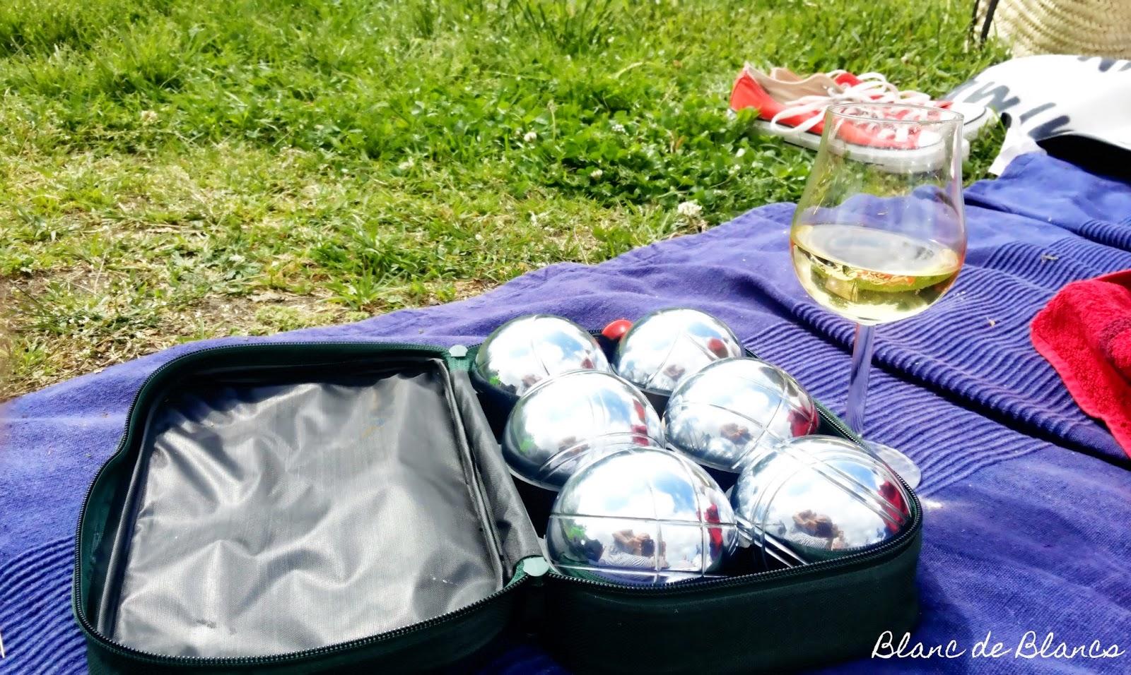 Piknikillä: boules ja valkoviini - www.blancdeblancs.fi