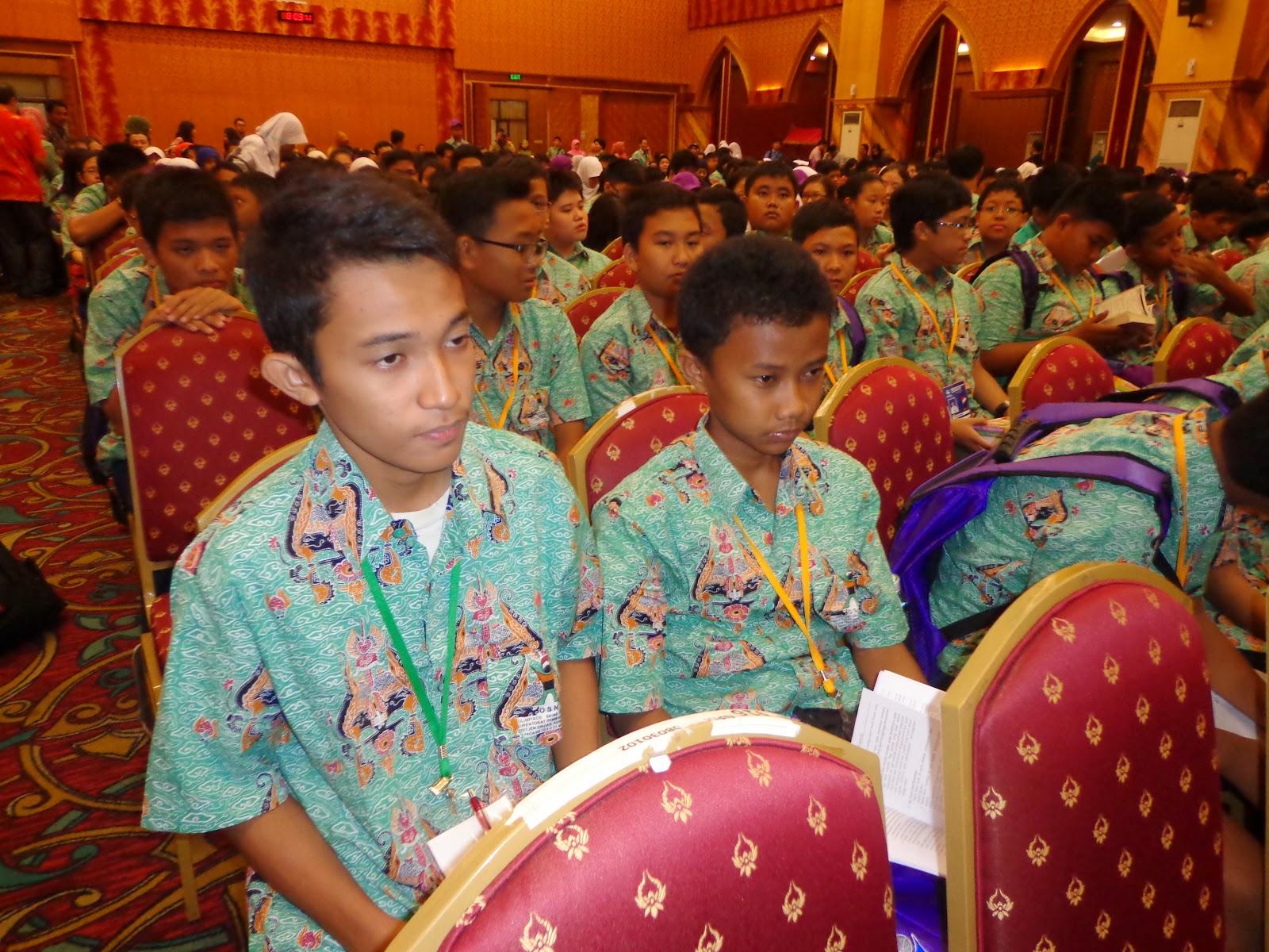 acara pembukaan OSN SMP 2014 dipusatkan di auditorium UPI Padang. Berlangsung pada hari jum'at tanggal 16 Mei 2014