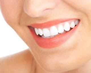Cara Mudah Putihkan Gigi Hanya Dengan Minum Teh Susu